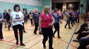 Viljandimaa tantsupäeval Saarepeedil